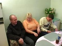 Skipping lunch, this mature wife serves up pussy to two guys