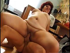 Fat mature housewife put on her kitchen table and fucked