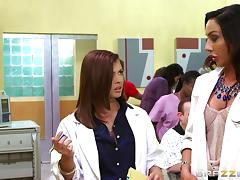 Guy gets to bang his two hot female doctors at once