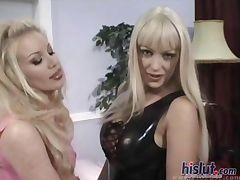 These lesbians love sex