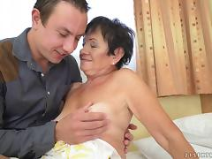 Hettie is happy to get her pussy drilled like in the college days