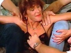 Blindfolded slut gets her pussy