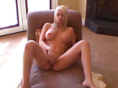 Straight babe Jazy Berlin masturbates her pussy in the bathroom