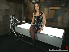 Amber Rayne gets say no to twat ripped prominence hard by a fucking device