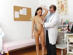 Teen brunette Ell Storm plays with instriments